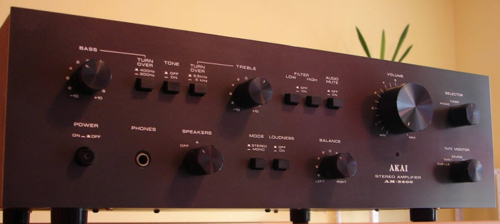 ΕΝΙΣΧΥΤΗΣ AKAI AM-2400 AMPLIFIER black